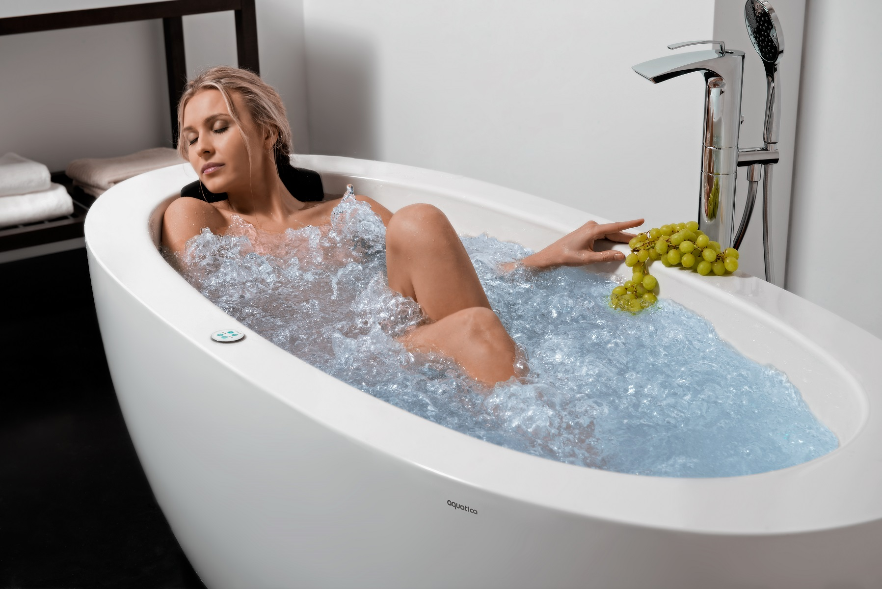 Aquatica Purescape™ 174B-Wht Relax Air Massage Bathtub